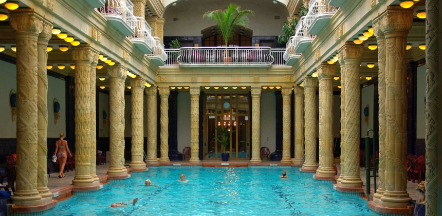 Het Gellért bad: zwemmen in een soort Romeinse tempel.