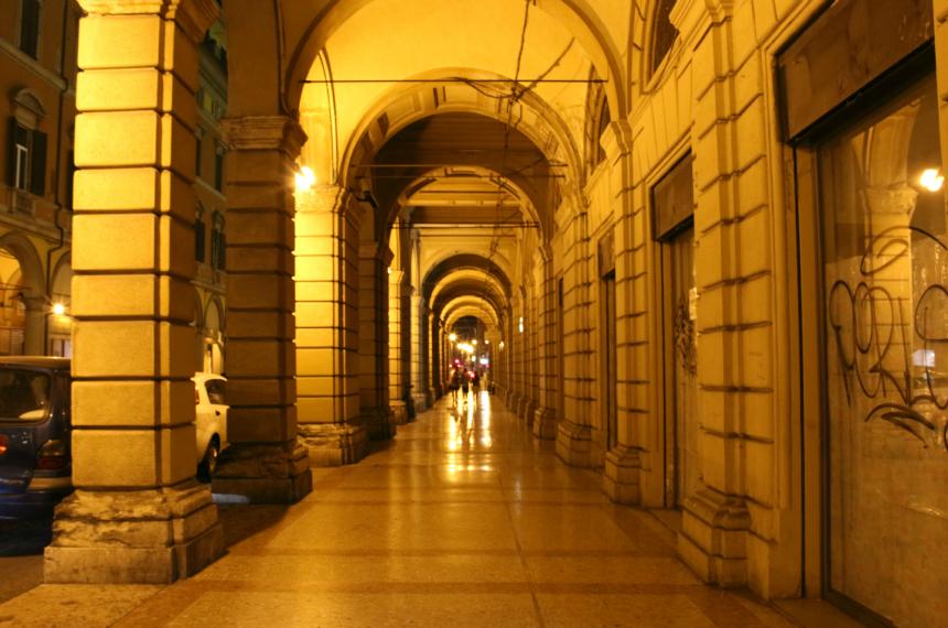 Prachtige booggalerijen in het Italiaanse Bologna