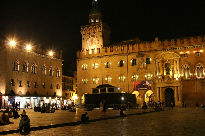 Het Piazza Maggiore is het belangrijkste plein van Bologna en tot 's avonds laat een ontmoetingspunt