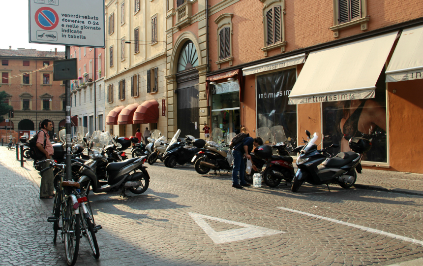 Typisch Italiaans: scooters in Bologna