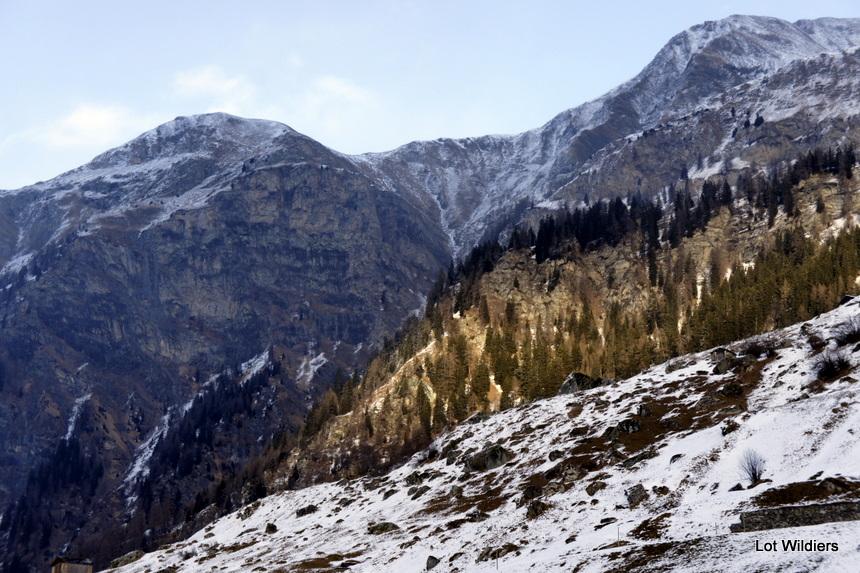De flanken van de bergen.