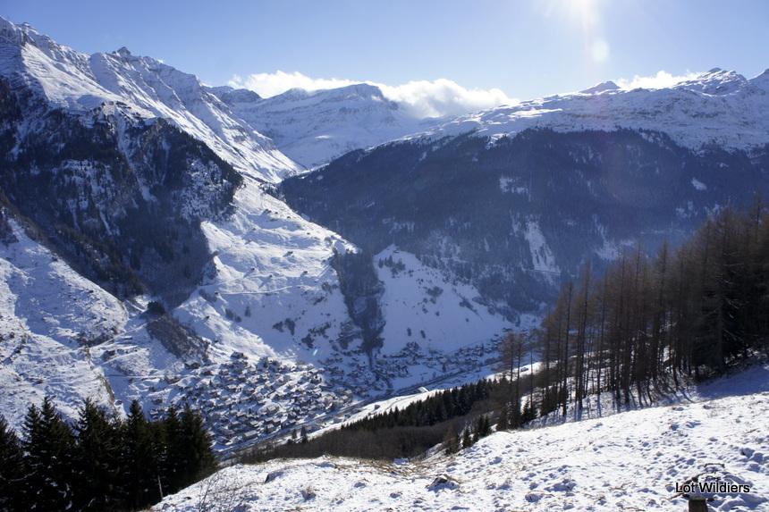 Het dorp Vals, gezien van op de omliggende bergen.