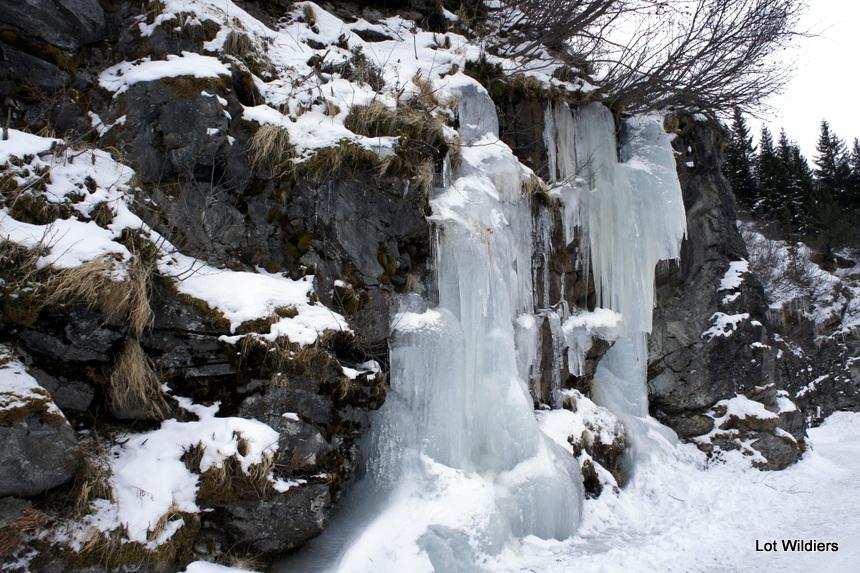 Het ijs is dik, en hangt overal. Prachtig.