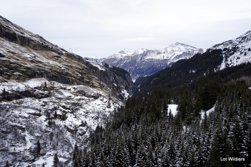 Vanop het dam heb je een magnifiek uitzicht over de vallei van Vals.