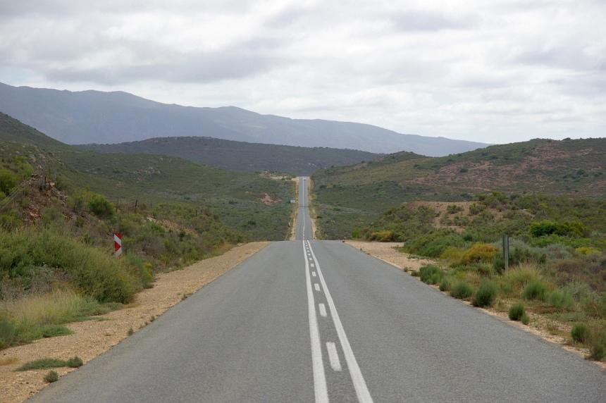 Lange rechte wegen. Bij Kaapstad is het nog groen.