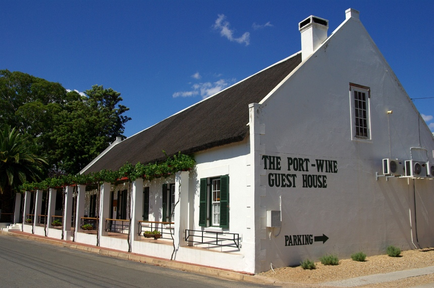 The Port-Wine Guest House. Een oude winery in oud-Kaapse stijl. Genieten van een braai en witte port.