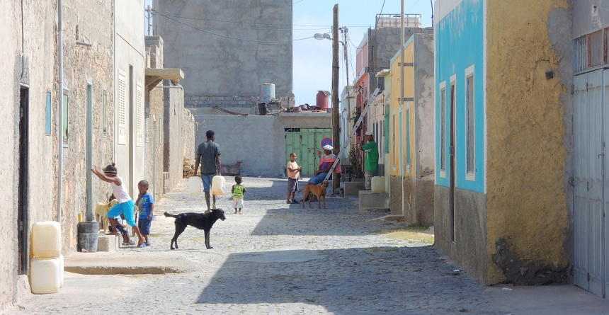 Straatbeeld op Boa Vista (Kaapverdië).