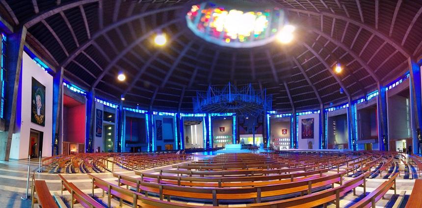 De twee kathedralen van Liverpool zijn in ieder opzicht elkaars tegenpolen