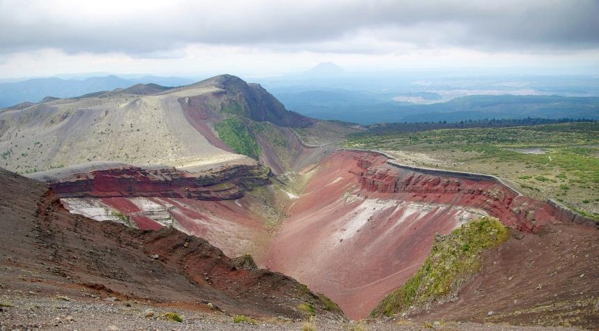 De kleuren zijn fantastisch boven op Mount Tarawera (1111 meter hoog).