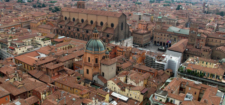 Het uitzicht over Bologna vanaf de Asinelli toren