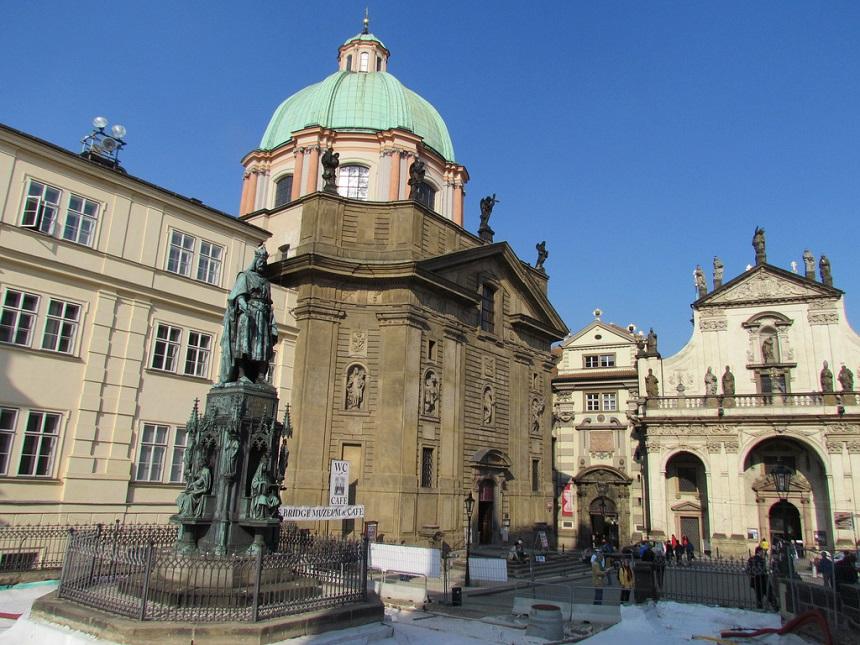 Standbeeld van Karel IV op het Křižovnické-plein.
