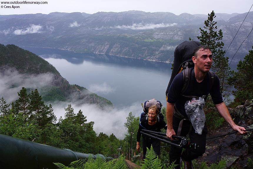 Op de langste houten trap ter wereld, foto gemaakt door Cees