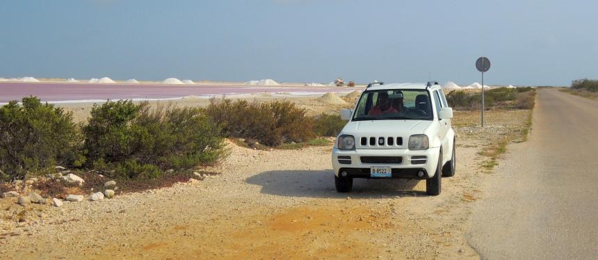 Mijn 4WD voor een dag, bij de zoutpannen van Bonaire. Zij zorgen voor 10% van de inkomsten.