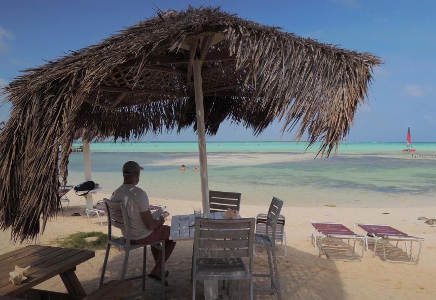 Lunchen bij Beach Resort Sorobon. Prachtige plek, ook voor massages op het strand.