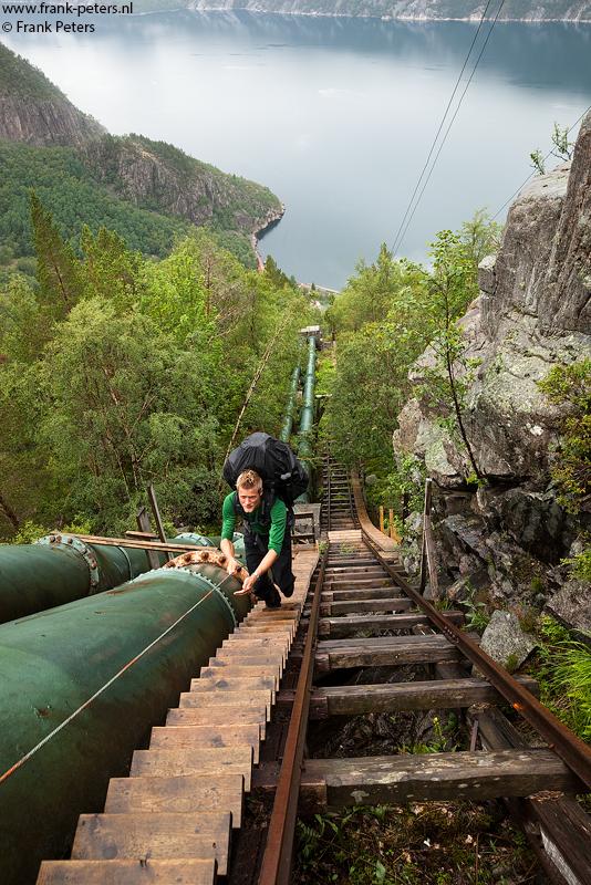 Cees op de houten trap, Flørli