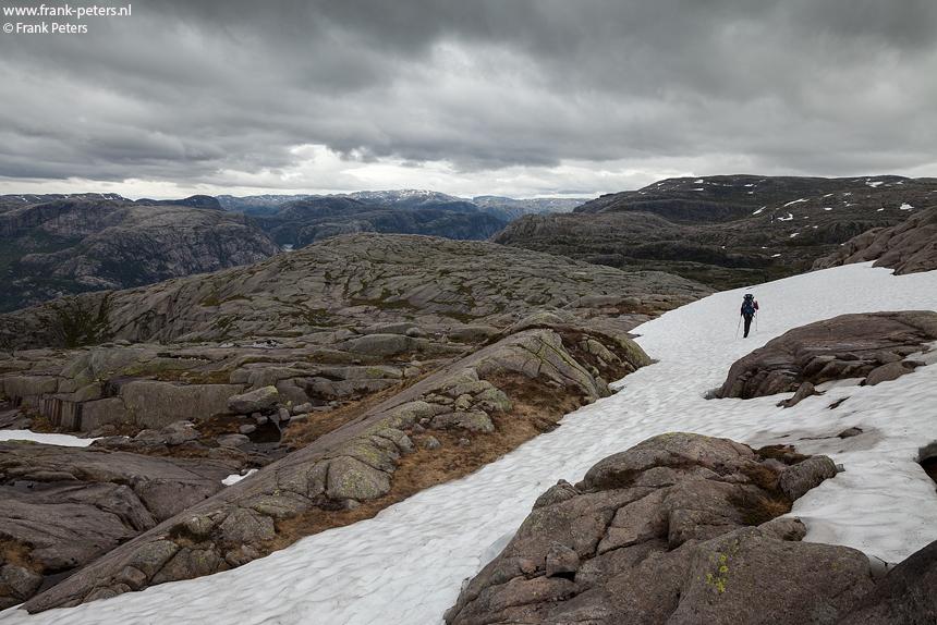 Sneeuwvelden en ronde toppen, Lysefjord, Noorwegen