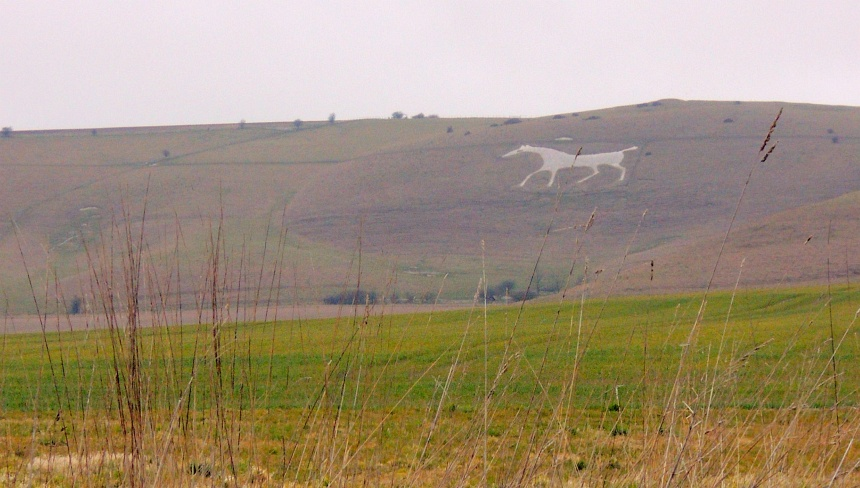 Tekeningen op de heuvels: zand is weggeschraapt van de krijtlagen eronder.