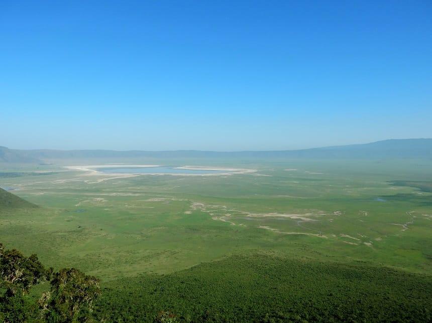 De immense Ngorongoro krater heeft een oppervlak van ruim 8.000 km2