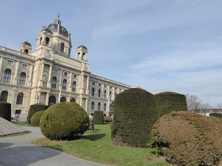 In de prachtige wijken, zoals het museumkwartier, kan je uren rondlopen en je vergapen aan de rijke architectuur