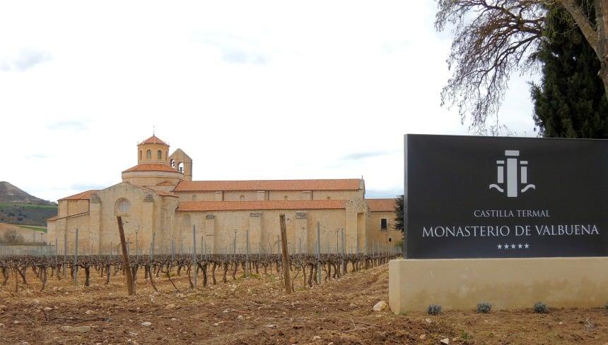 Slapen in een oud klooster tussen de wijngaarden. Vijfsterren, dat wel!