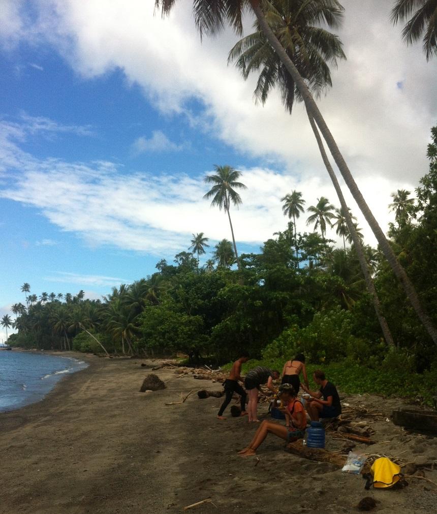 Una Una, Lunch op een onbewoond eiland tijdens een duikdagje