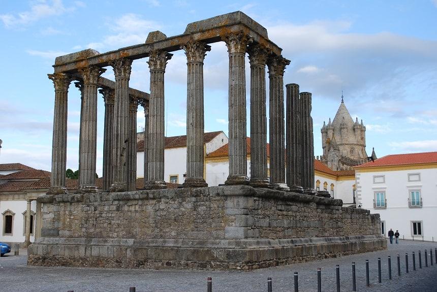 De Romeinse tempel van Évora in Portugal