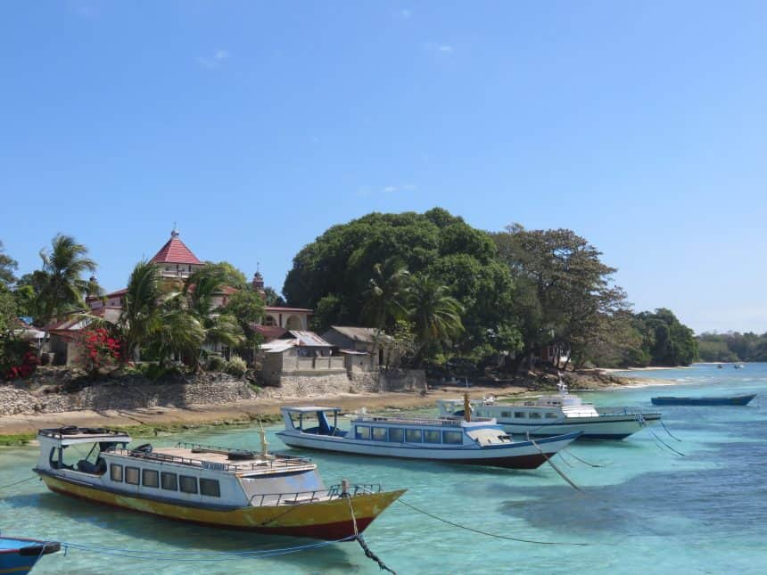 Bootjes op Pulau Ai