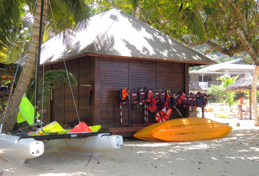 Op de Seychellen vind je geen jet-ski of ander motorisch vermaak. Kanoën kan wel.