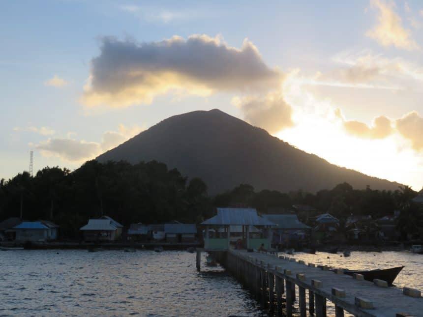Actieve vulkaan op de Banda eilanden
