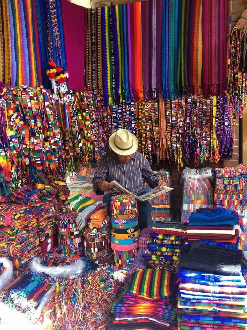 kleurrijke markt chichi