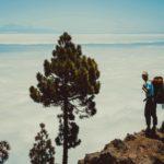 Een bergtocht naar een enorme krater