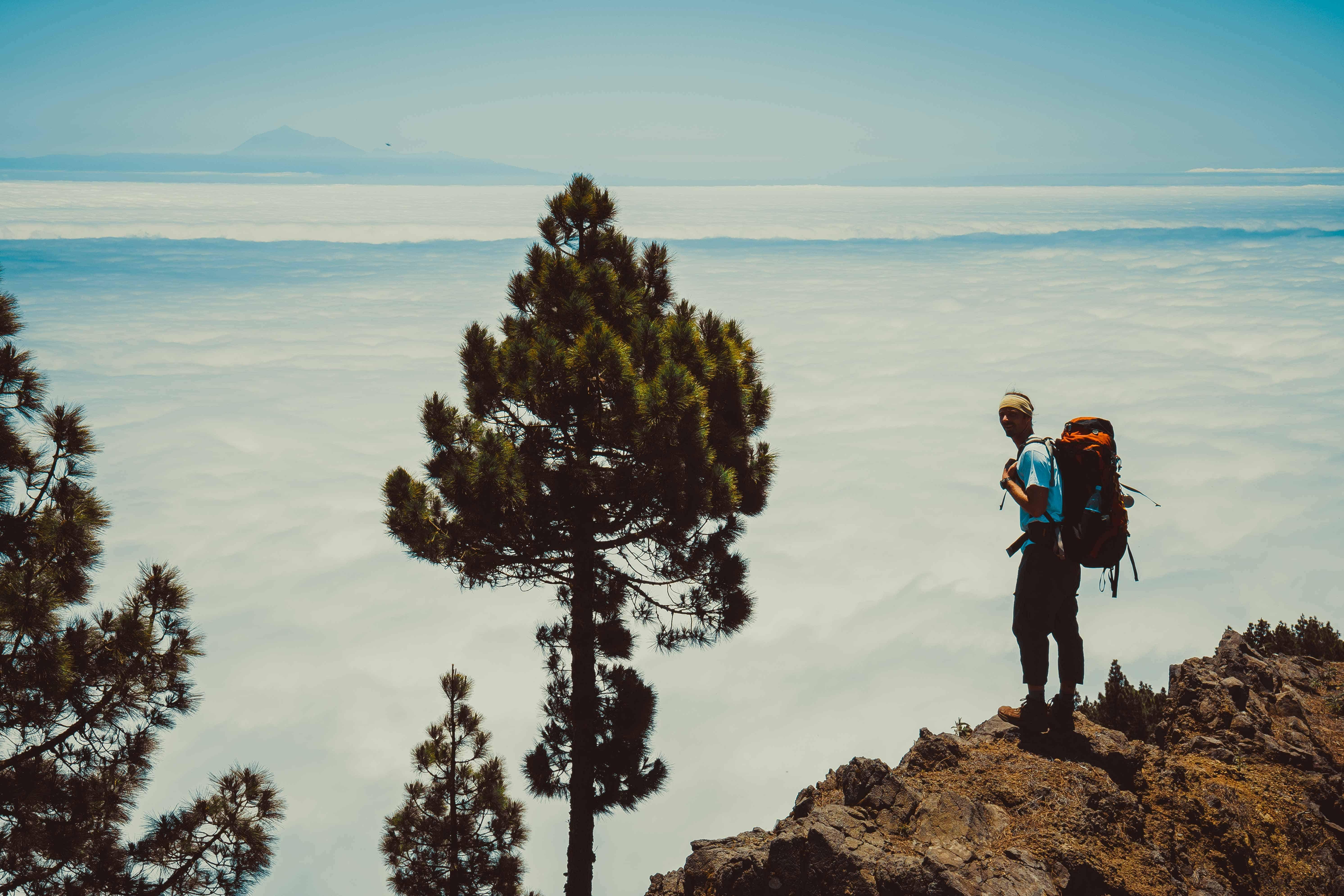 Boven het wolkendek steekt de top van Del Teide uit