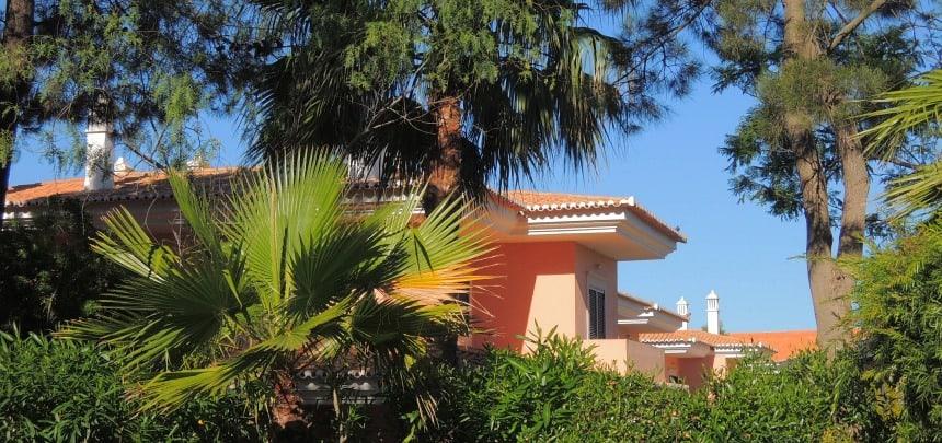 Martinhal Quinta ligt in het groen tussen de golfbanen bij Faro.