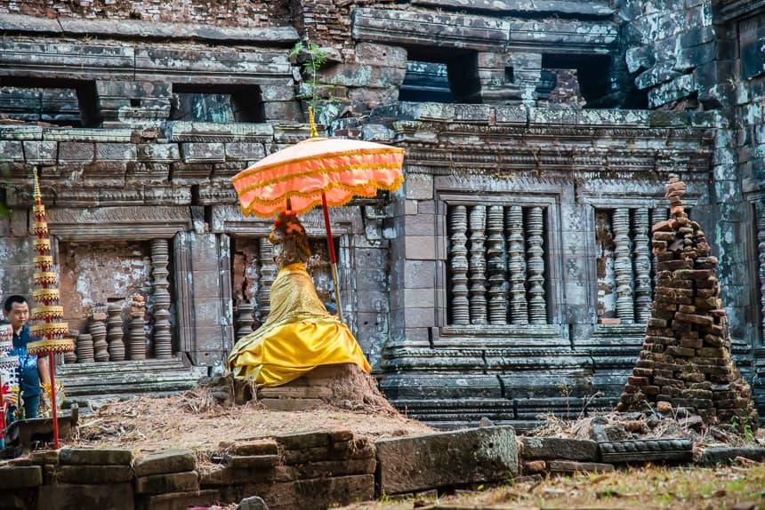 Boeddha voor de Khmer tempel