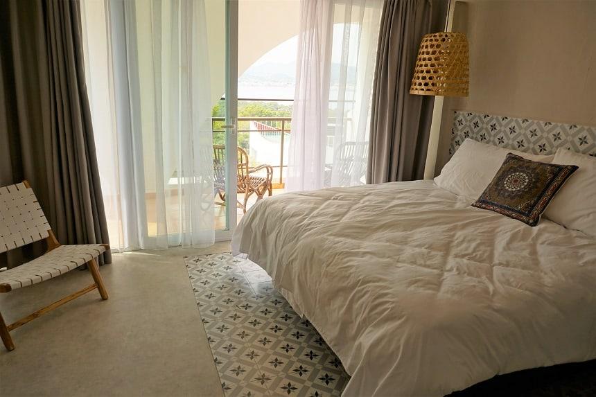 Het hotel ademt één en al Ibiza uit.