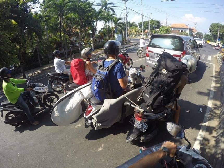 Onderweg met de bagage en de boards en de scooter naar de boot richting Lombok