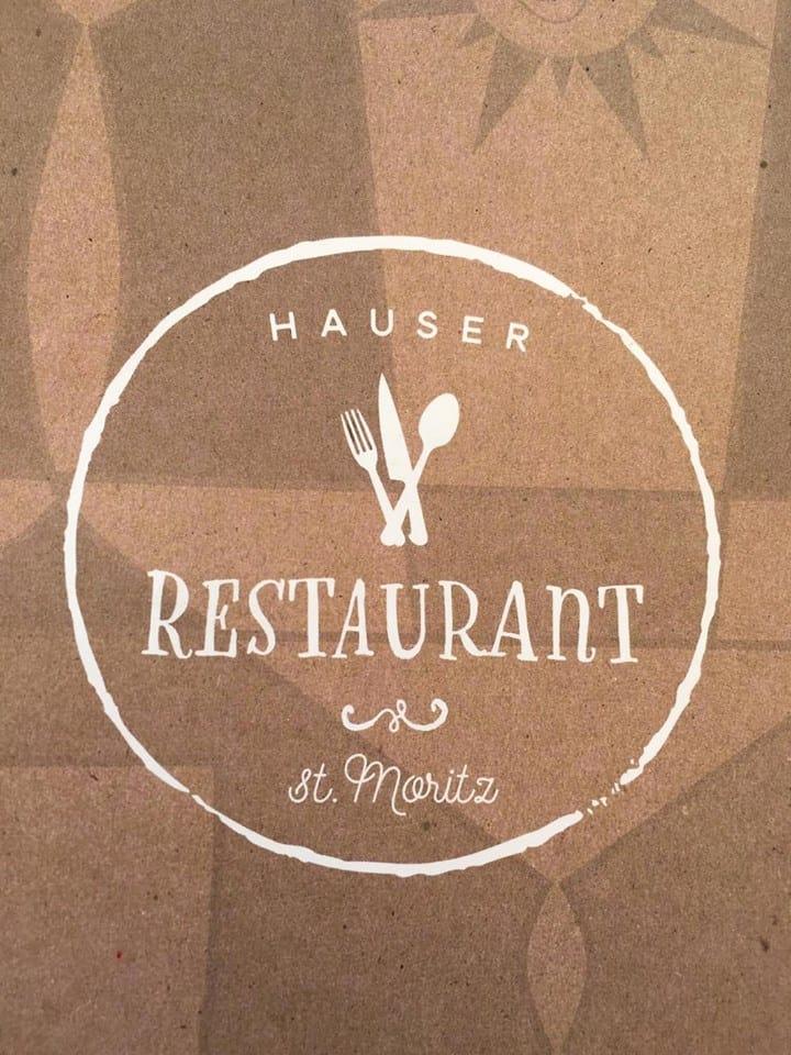 Hauser, het restaurant waar het heerlijk vertoeven is met een koffie, de zon en een lekkernij