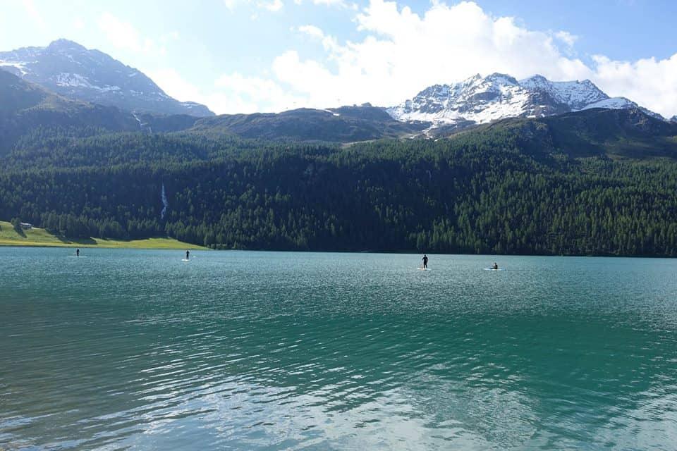 De laatste dag was het tijd om te gaan paddleboarden. Staand op een board al peddelend het meer verkennen. Moeilijker dan je denkt, maar erg leuk om te doen!