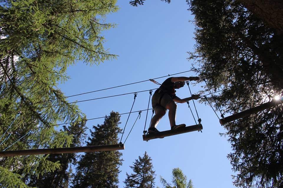 Probeer ook het ziplinen met leuke, sportieve en uitdagende banen
