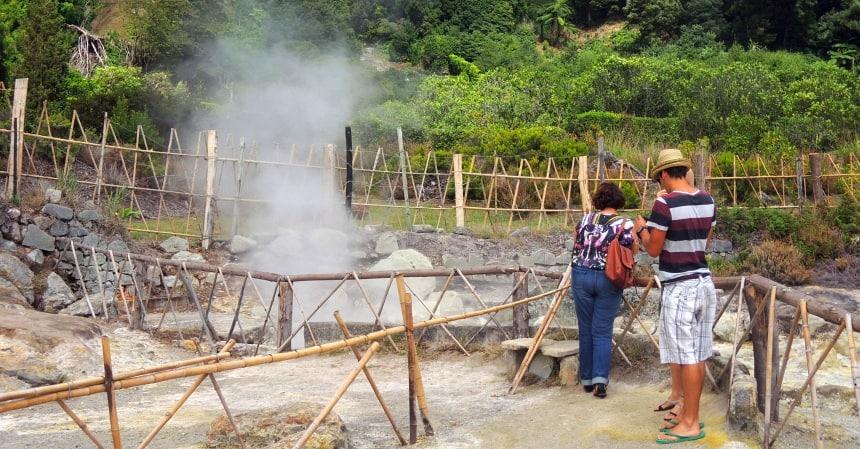 Overal stoom en pruttelende modder. Er wordt zelfs in gekookt (cozido).