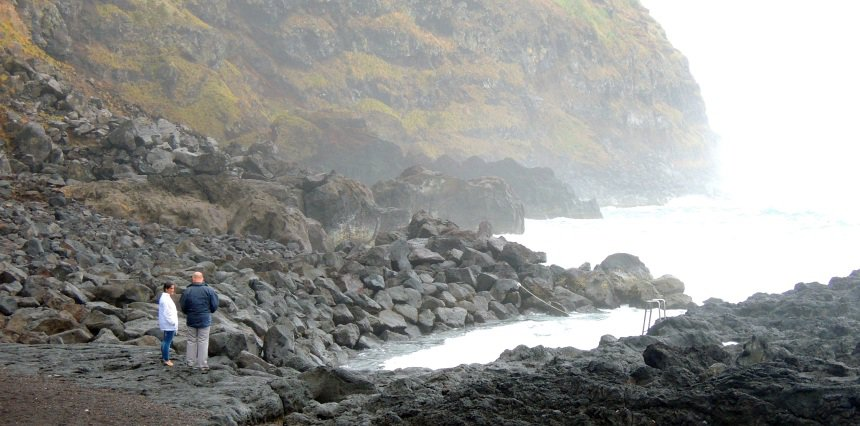 Zeewater van meer dan 30 graden door de vulkanische warmte.