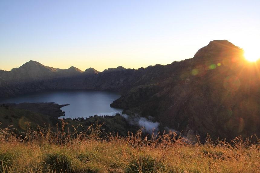 De beloning voor een dag hard zwoegen: het prachtige uitzicht vanaf de bergrand.