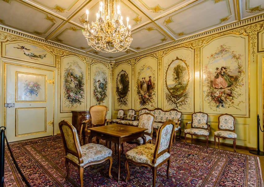 Chateux Gruyere-Corot salon