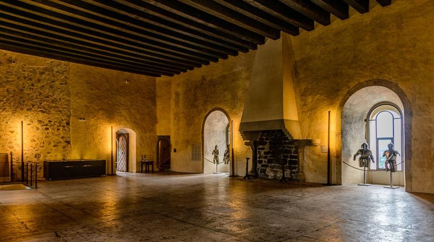 De ridderzaal van het kasteel van Thun