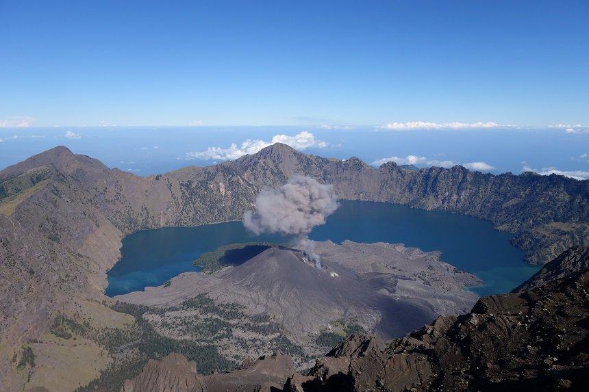 Tijdens de afdaling werden we verrast met een kleine eruptie.