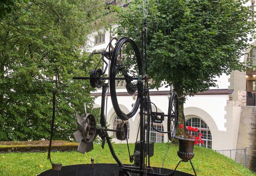 Fribourg - Fontijn van Jean Tinguely