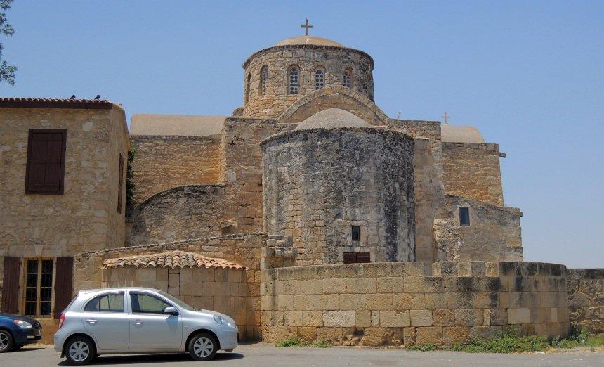Het orthodoxe St. Barnabas klooster op Noord-Cyprus, uit de tijd dat Cyprus niet gedeeld was.