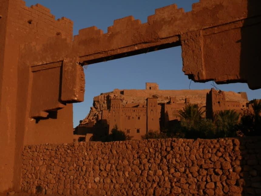 De kasbah in ochtendlicht