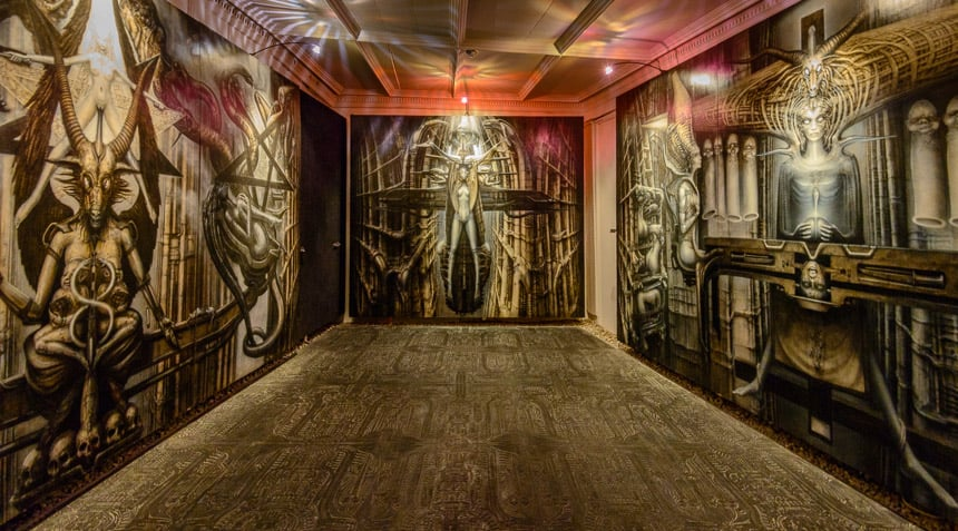 Zaal in het Griger Alien museum