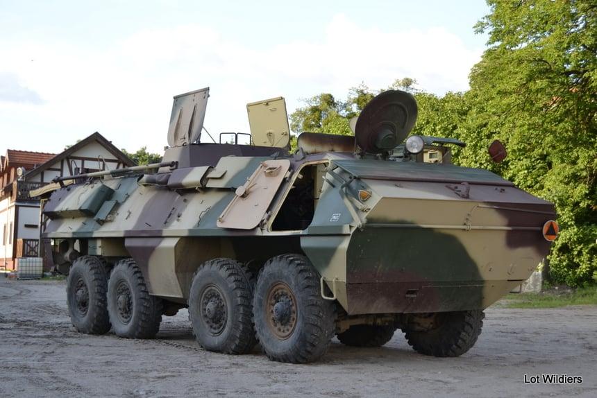 Het pantservoertuig: een '68, V8 Skot uit voormalig Tsjecho-Slowakije.